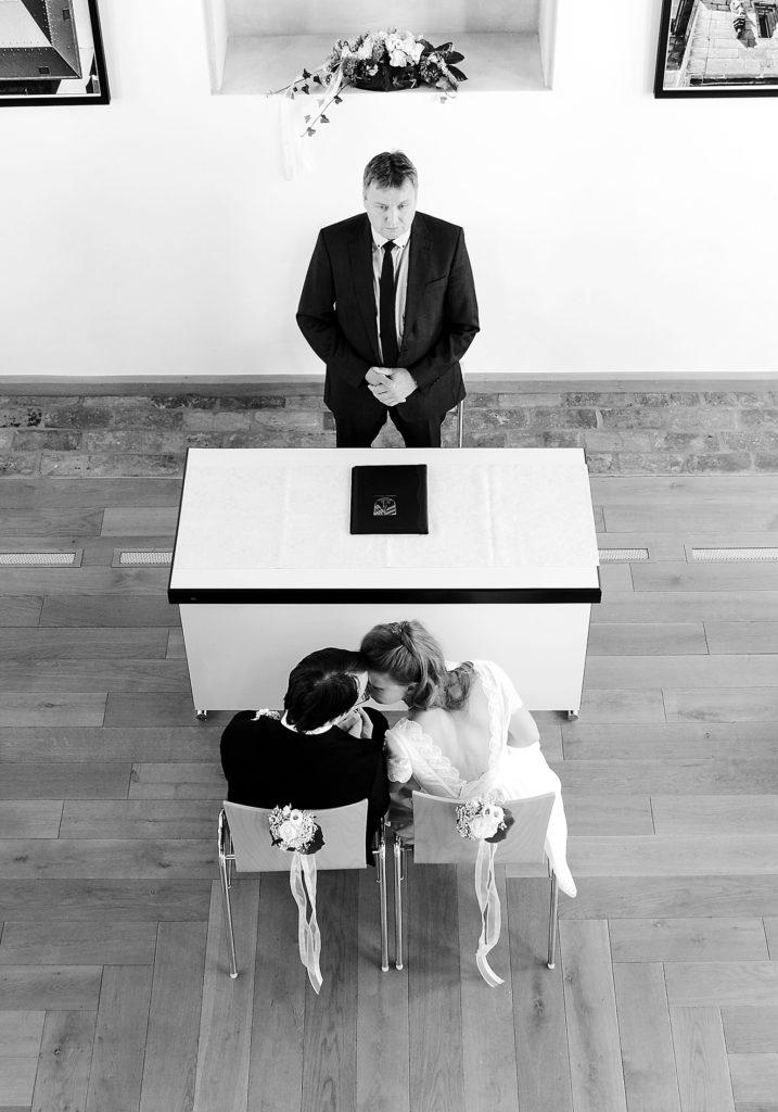 Dies ist ein Hochzeitsbild mit Brautpaar aus dem Portfolio Hochzeitsfotografie Nürnberg von Mediadesign OK